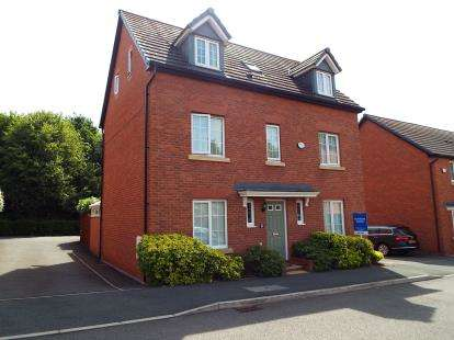 5 Bedrooms Detached House for sale in Howards Field, Wrexham, Wrecsam, LL13