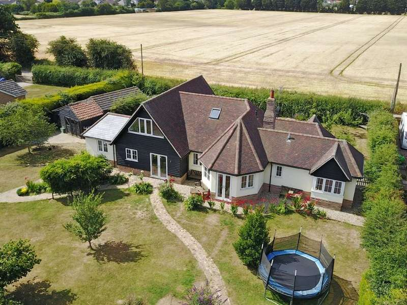 5 Bedrooms Detached House for sale in Little Clacton
