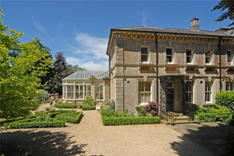 5 Bedrooms House for sale in Moor Court, Rodborough Common, Stroud, Gloucestershire, GL5