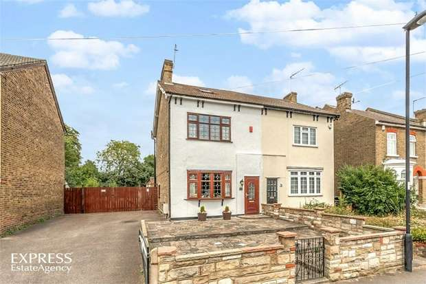 3 Bedrooms Semi Detached House for sale in Totteridge Road, Enfield, Greater London