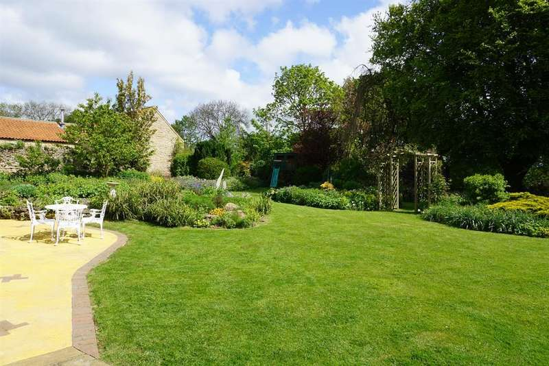 5 Bedrooms Link Detached House for sale in Main Street, Sawdon, YO13 9DY