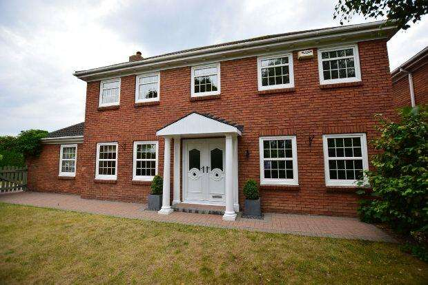 4 Bedrooms Detached House for sale in Elwyn Place, CLEETHORPES