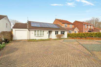 3 Bedrooms Bungalow for sale in Finch Close, Thornbury, Bristol