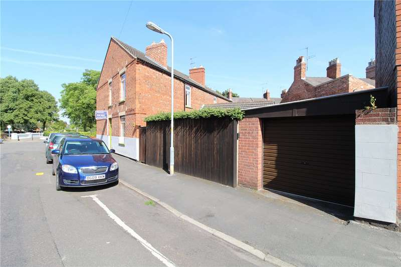 3 Bedrooms Semi Detached House for sale in Park Road, Grantham, NG31