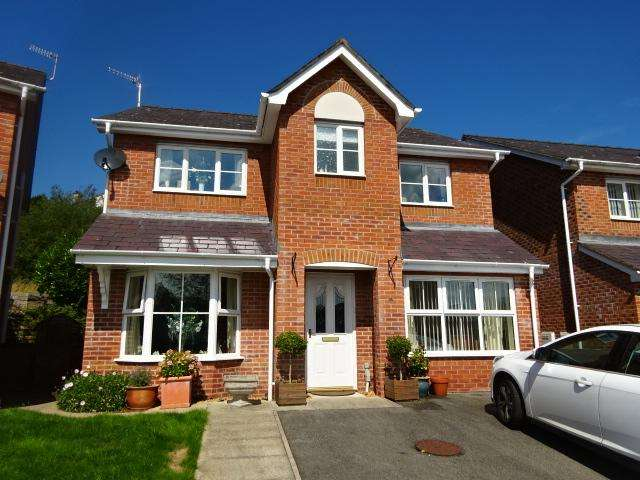 4 Bedrooms Detached House for sale in MAES BEREA, BANGOR LL57