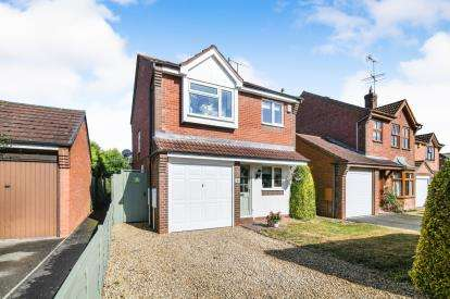 3 Bedrooms Detached House for sale in Bearcroft Avenue, Great Meadow, Worcester, Worcestershire