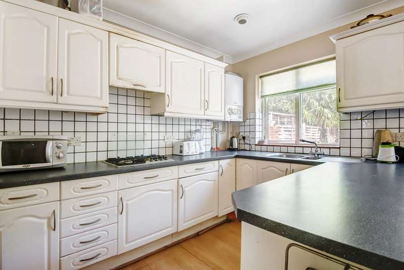 4 Bedrooms Terraced House for sale in Clayhill Crescent, London SE9