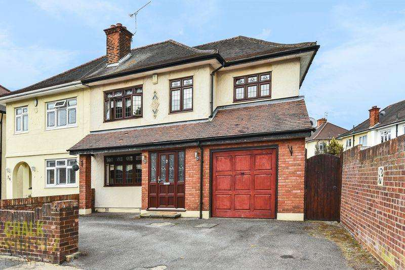 5 Bedrooms Semi Detached House for sale in Carter Drive, Romford, RM5