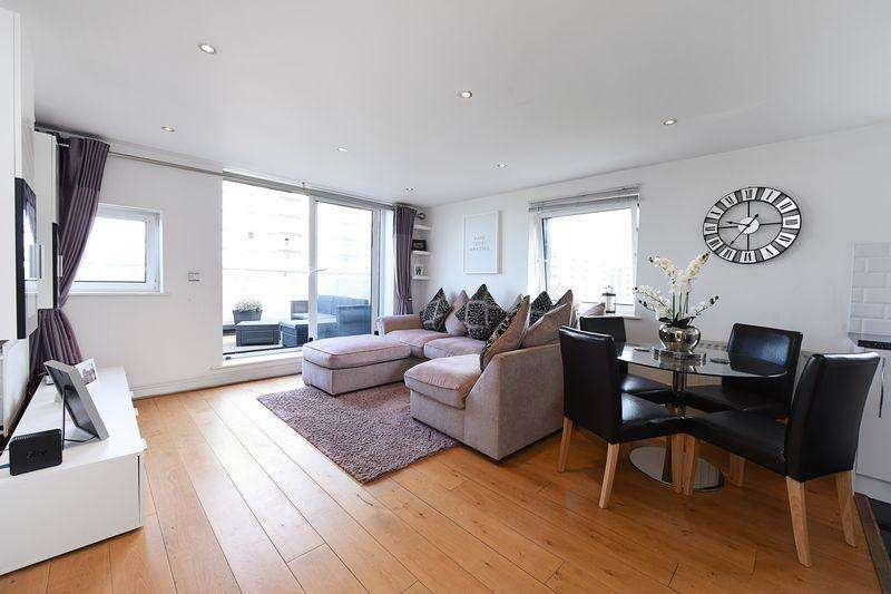 2 Bedrooms Apartment Flat for sale in Wards Wharf Approach, Pontoon Dock, E16