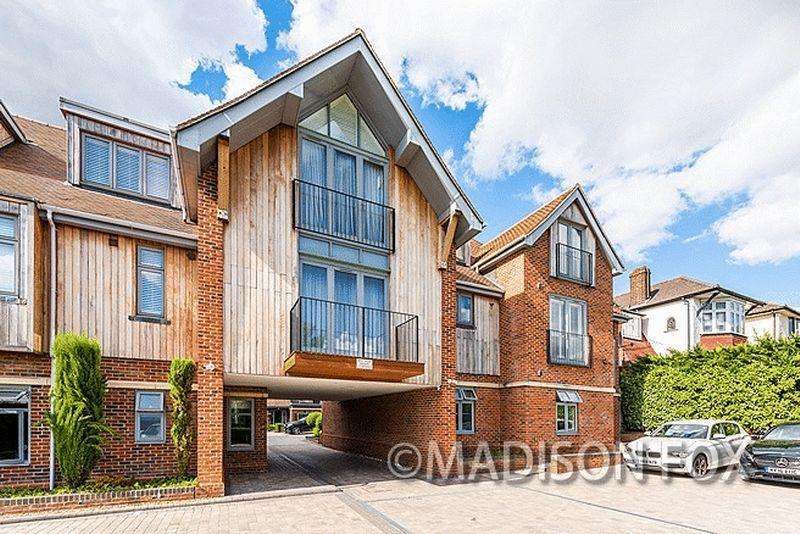 2 Bedrooms Apartment Flat for sale in Manor Hall, Chigwell, IG7.