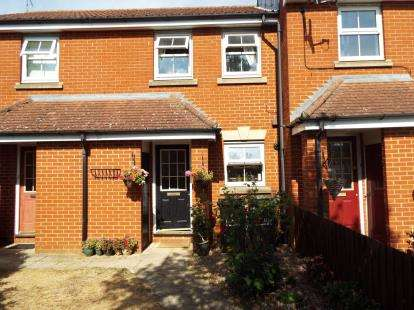 2 Bedrooms Terraced House for sale in Villiers Close, Luton, Bedfordshire