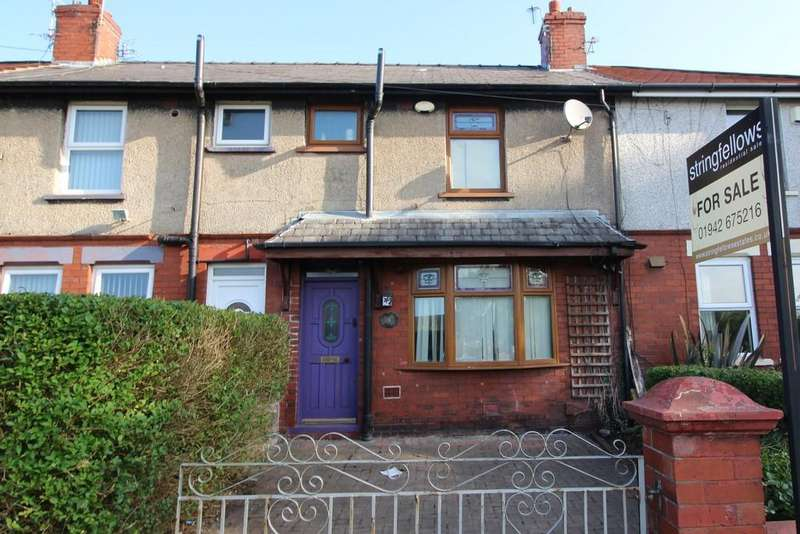 3 Bedrooms Terraced House for sale in Briar Grove, Leigh