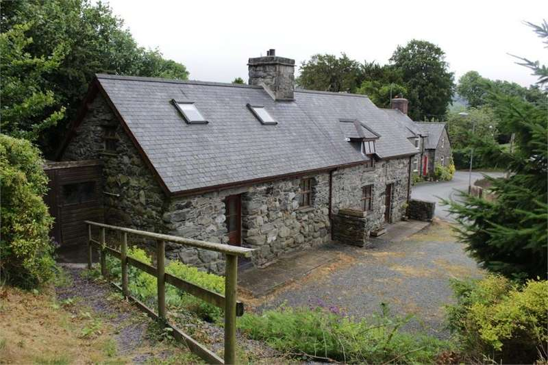 3 Bedrooms Cottage House for sale in Llanfor, Y Bala, Gwynedd