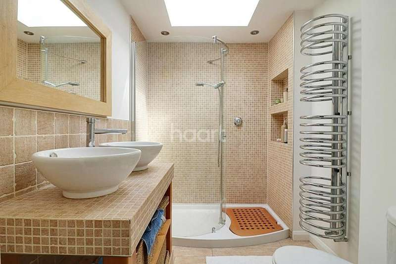 4 Bedrooms Terraced House for sale in Woodford Road, South Woodford, E18