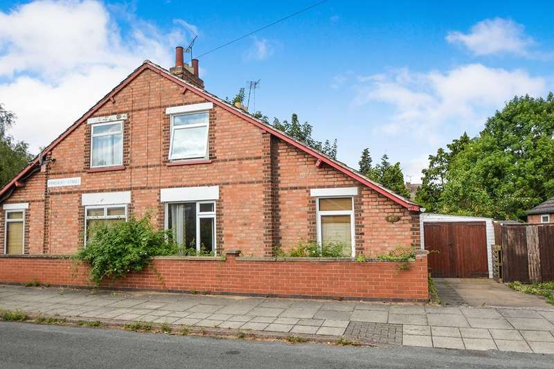 3 Bedrooms Semi Detached Bungalow for sale in Minehead Street, Leicester, LE3