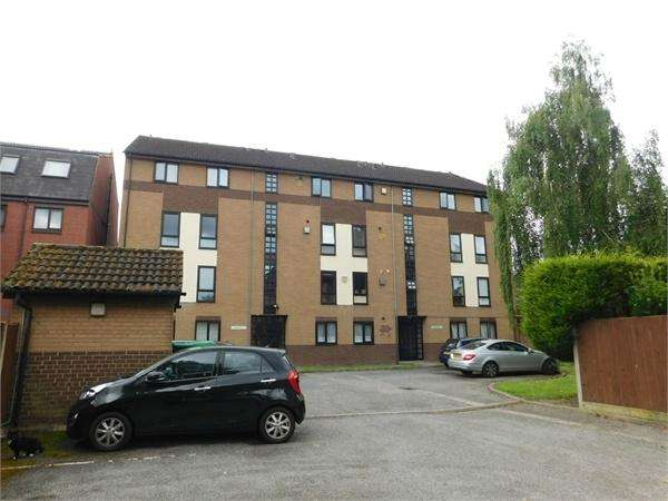 2 Bedrooms Flat for sale in Barchester Close Uxbridge Road, Hanwell, London