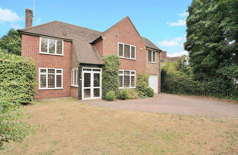 4 Bedrooms Detached House for sale in 126 Bloxham Road, Banbury