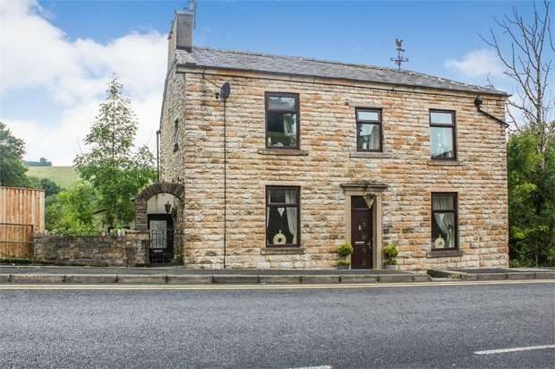 3 Bedrooms Detached House for sale in Blackburn Road, Rising Bridge, Accrington, Lancashire