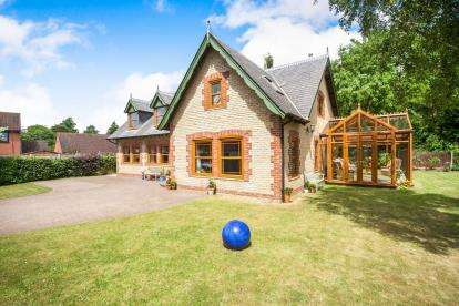 4 Bedrooms Detached House for sale in Wells, Somerset, England