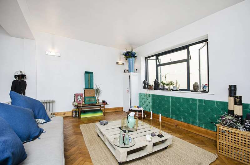 1 Bedroom Flat for sale in Dalston Lane, Dalston, E8