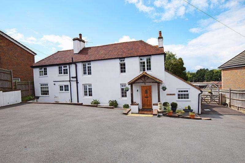 5 Bedrooms Detached House for sale in Marshlands Lane, Heathfield