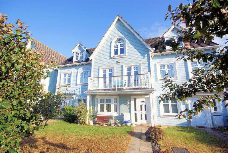 4 Bedrooms House for sale in David Newberry Drive, Lee-On-The-Solent