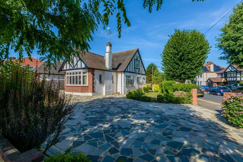 5 Bedrooms Detached Bungalow for sale in Prime Burges Estate, Thorpe Bay