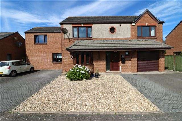5 Bedrooms Detached House for sale in The Hawthorns, Gretna, Dumfries & Galloway, DG16 5QA