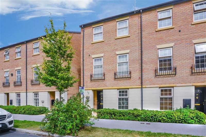 3 Bedrooms End Of Terrace House for sale in Legends Way, Boothferry Road, Hull, HU4