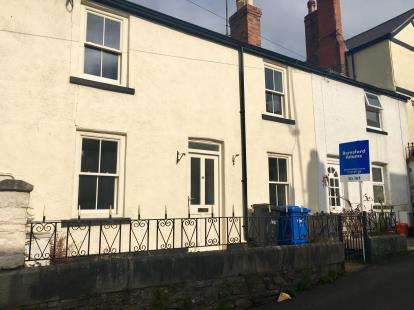 2 Bedrooms Terraced House for sale in Love Lane, Denbigh, Denbighshire, LL16