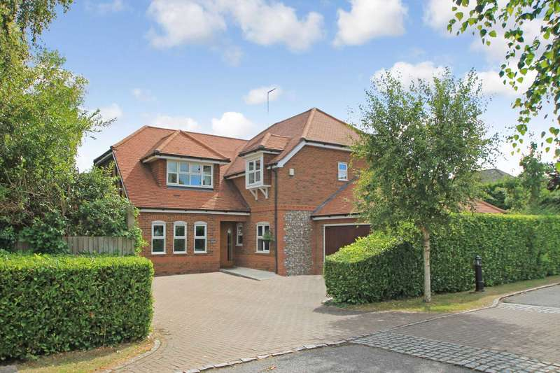 5 Bedrooms Detached House for sale in Damask Close, Tring