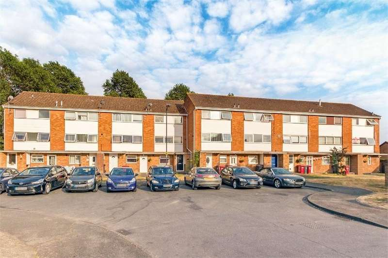 2 Bedrooms Flat for sale in Harrogate Court, Langley, Berkshire