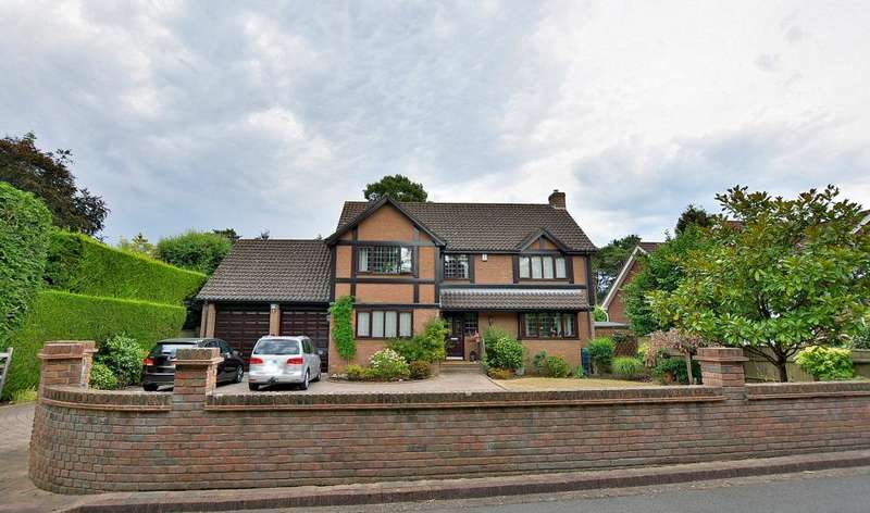 4 Bedrooms Detached House for sale in Carroll Avenue, Ferndown