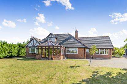 4 Bedrooms Bungalow for sale in Long Lane, Wettenhall, Winsford, Cheshire
