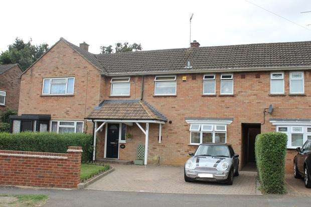3 Bedrooms Terraced House for sale in Hyde Road, Caddington, Luton, LU1