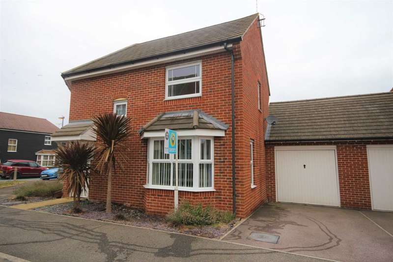 3 Bedrooms Semi Detached House for sale in Blackbird Place, Jennetts Park