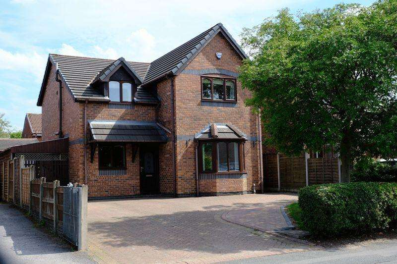 4 Bedrooms Detached House for sale in Stone Cross Lane North, Lowton