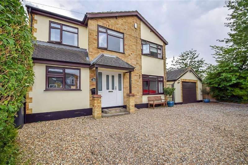 4 Bedrooms Detached House for sale in Bohemia Chase, Leigh-on-sea, Essex