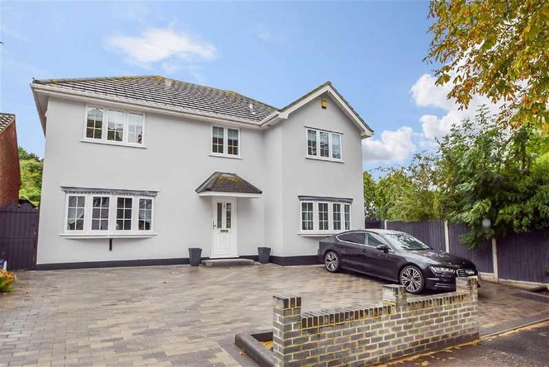 4 Bedrooms Detached House for sale in Mountdale Gardens, Leigh-on-sea, Essex