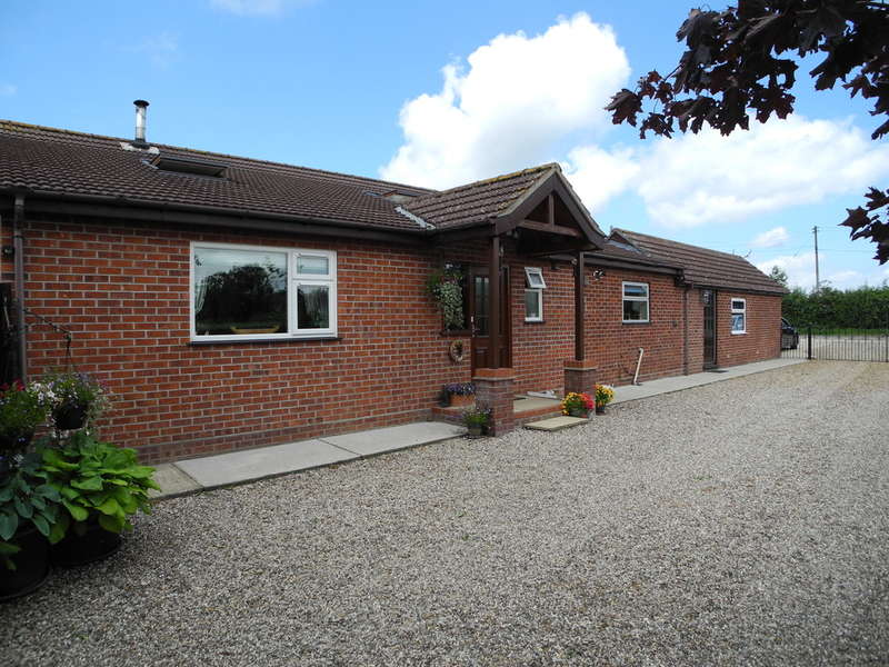 3 Bedrooms Detached Bungalow for sale in Waterheath Road, Aldeby, Beccles