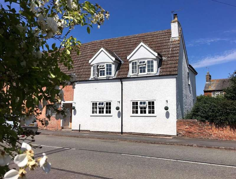 3 Bedrooms Cottage House for sale in Main Street, Frisby On The Wreake