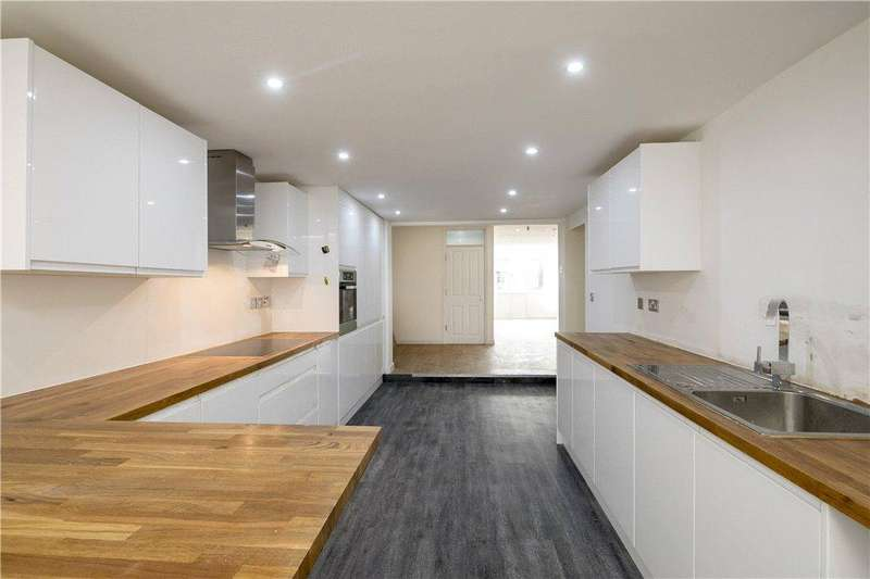 3 Bedrooms Flat for sale in Durham Road, Wimbledon, SW20