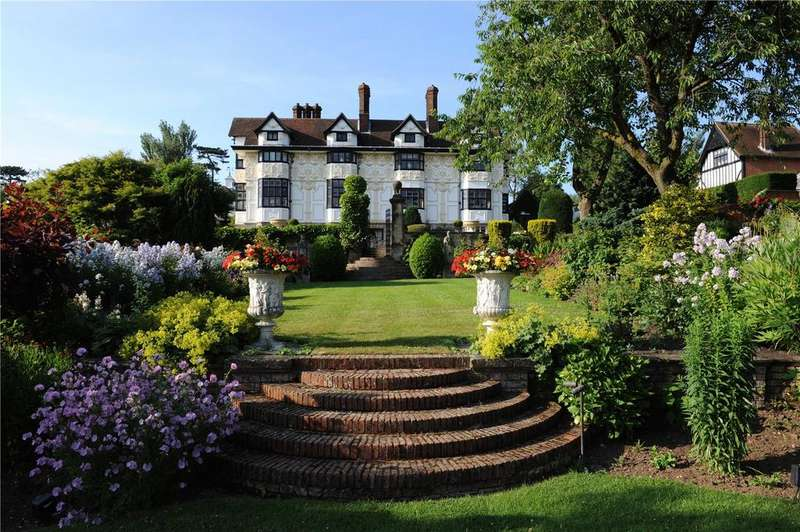 6 Bedrooms Detached House for sale in Copped Hall, Epping, Essex, CM16