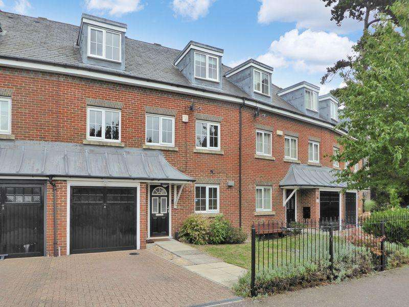 4 Bedrooms Town House for sale in Moore Crescent, Houghton Hall Park