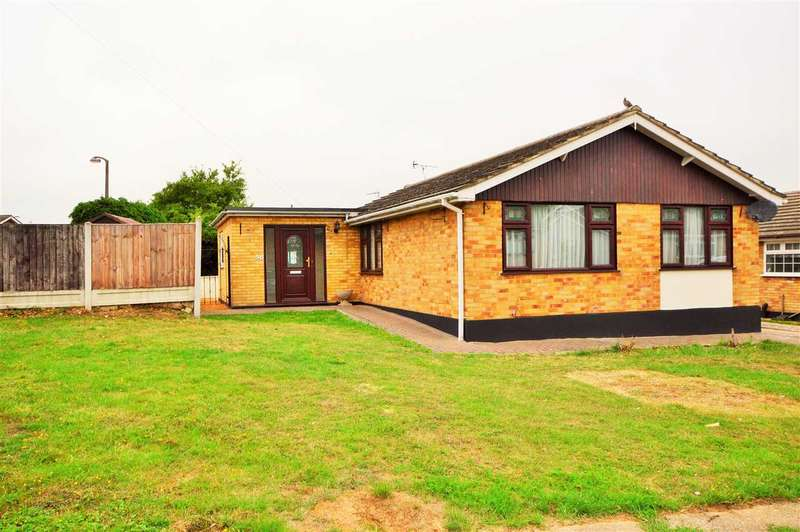 3 Bedrooms Detached Bungalow for sale in Long Meadow Drive, Wickford