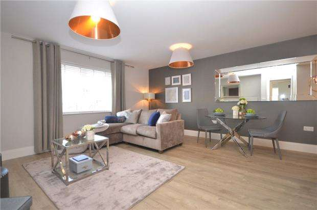 2 Bedrooms Apartment Flat for sale in High Street, Sandhurst, Berkshire