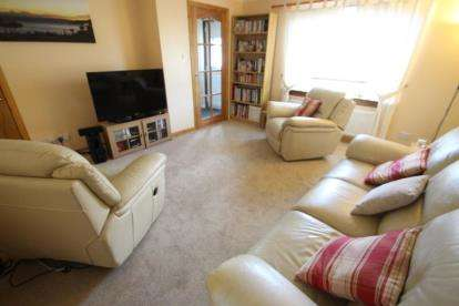3 Bedrooms Semi Detached House for sale in Pennyvenie Way, Girdle Toll, Irvine, North Ayrshire