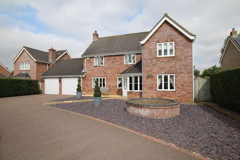 4 Bedrooms Detached House for sale in Hardingham Road, Hingham, Norwich