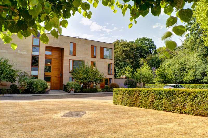 2 Bedrooms Apartment Flat for sale in Cliveden Gages, Taplow