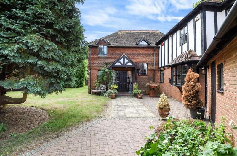 4 Bedrooms Detached House for sale in St Georges Place, Hurstpierpoint, West Sussex, BN6